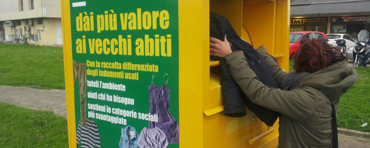 Conosciuto POTENZIATA LA RACCOLTA DEGLI ABITI USATI - Aamps Livorno QR83